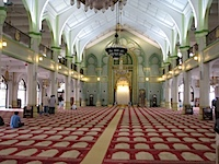 20111024-SultanMosquePrayerHall.jpg
